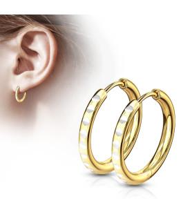 Ørering med smukt CUT design på yderside.